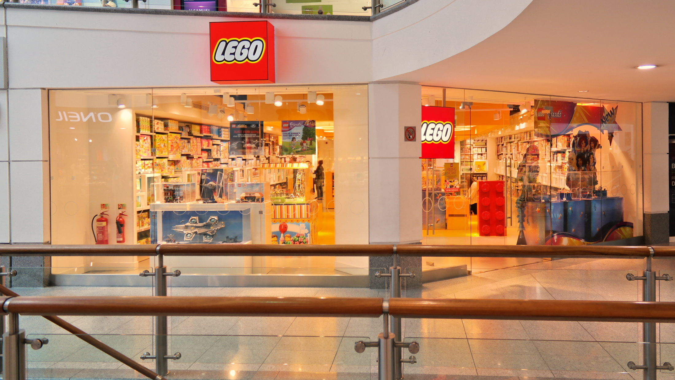 Brighton lego store the brighton toy and model index for Lago store outlet