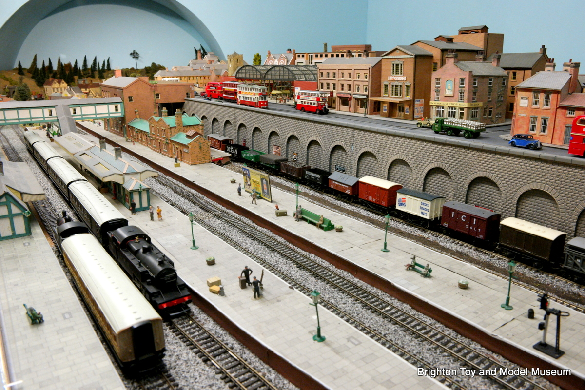 Category newtown model railway layout the brighton toy for Newtown builders