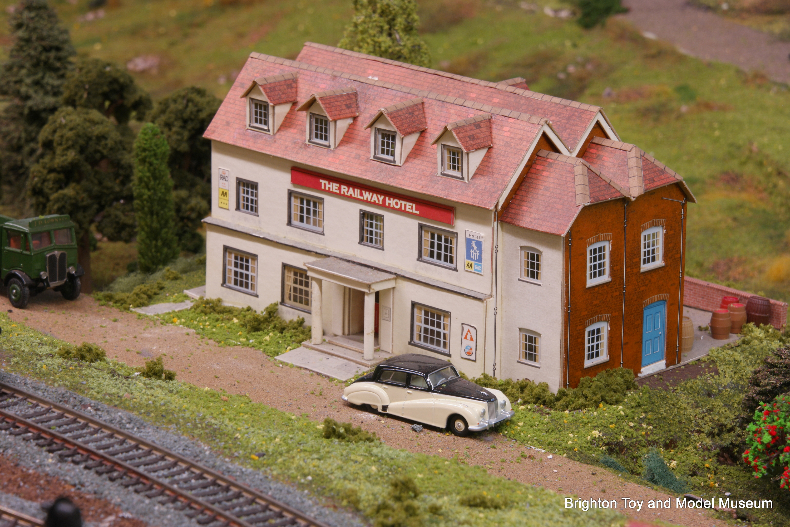 Railway Hotel (Superquick B33) - The Brighton Toy and Model Index