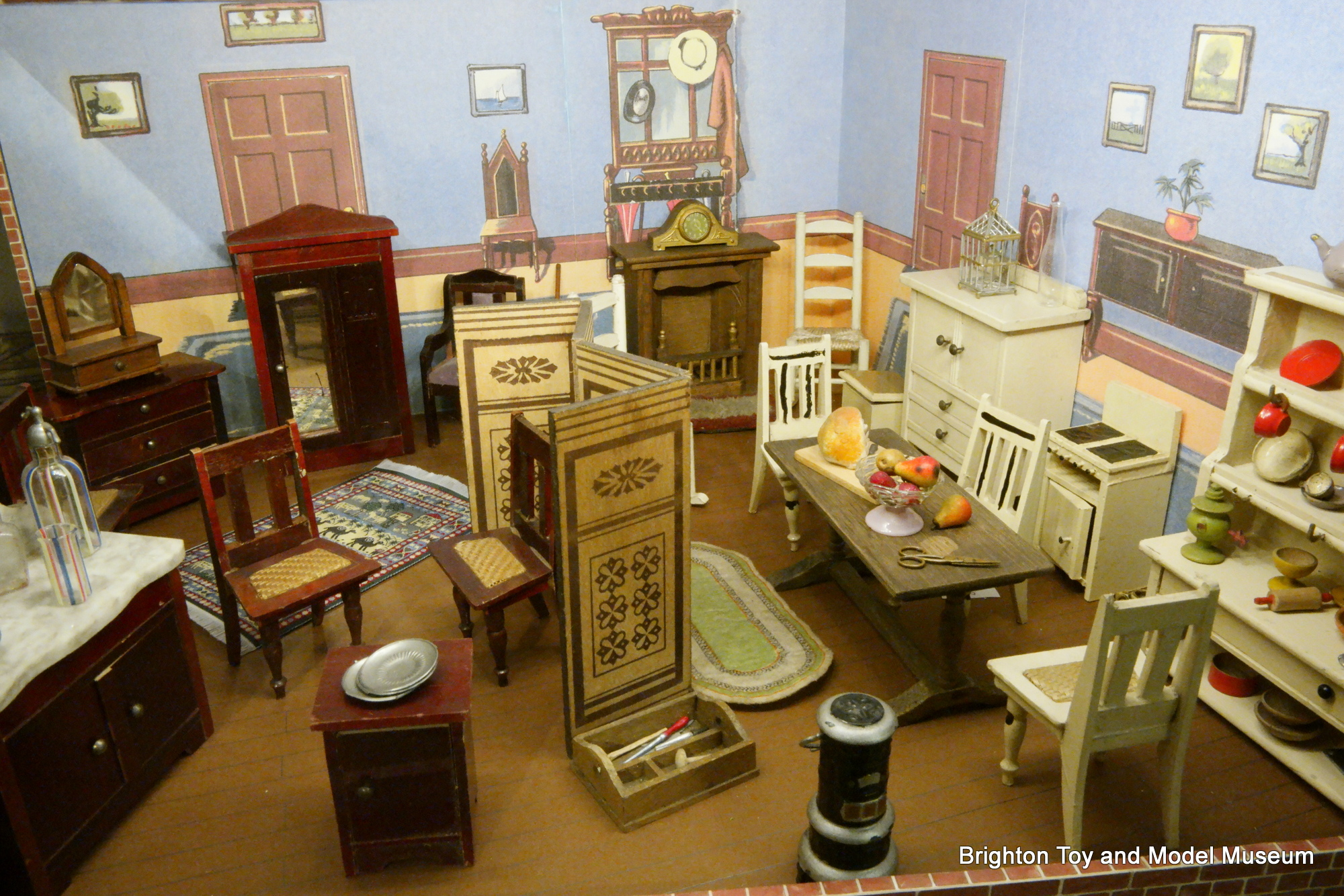 Category Antique And Vintage Dollhouse Miniatures Display