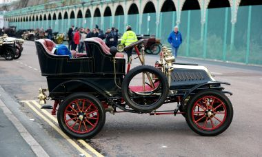 A 1902 Panhard-Levassor, seen at the RAC London-Brighton Veteran Car Rally, November 2016