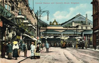 Queens Road approach to Brighton Station, before the demolition of the Terminus Hotel. The building on the hard left with the ornate lamps is the Queen's Head pub. Part of the Terminus Hotel sign can be seen in the background.