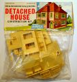 Detached House, 00 construction kit, bagged (Airfix Trackside 4002).jpg