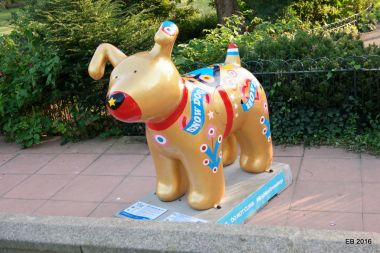 Golden Snowdog, north edge of Pavilion Gardens