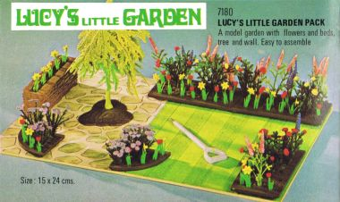 1978: Lucy's Little Garden 7180: A model garden with flowers and beds, tree and wall (introduced 1976)