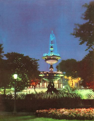 ~1961: Illuminated Old Steine Fountain, at night