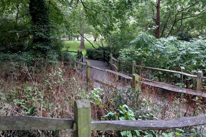 File:Paths, St Anns Well Gardens, Hove (Brighton 2014).jpg ...