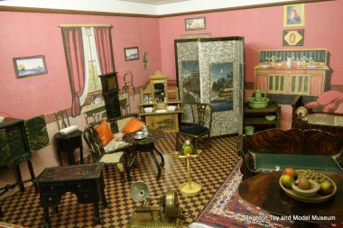 Category Antique And Vintage Dollhouse Miniatures Display The Brighton Toy And Model Index