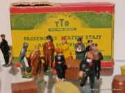 TTR Passengers, Station Staff and Equipment (Trix Twin Railway).jpg