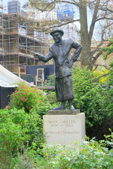 """The Cheeky Chappy"", Max Miller statue in Pavilion Gardens"